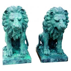 Pareja de leones sentados de bronce