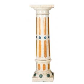 Columna en mármol tallado