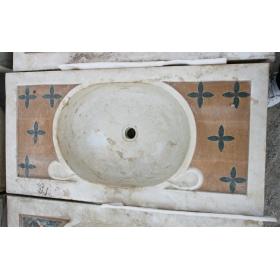 Lavabo de mármol con incrustaciones