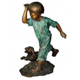 Niño con perro de bronce