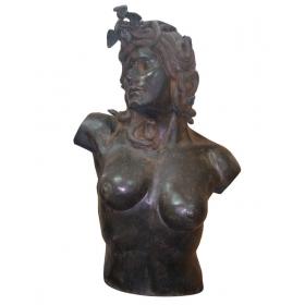 Torso de medusa de bronce