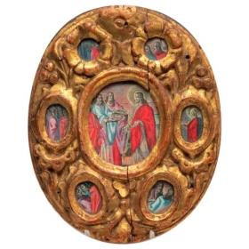 Relieve devocional de madera tallada y dorada con grabados coloreados ffs.s.xvii