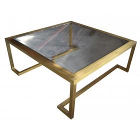 Mesa cuadrada de hierro color dorado y tapa de cristal