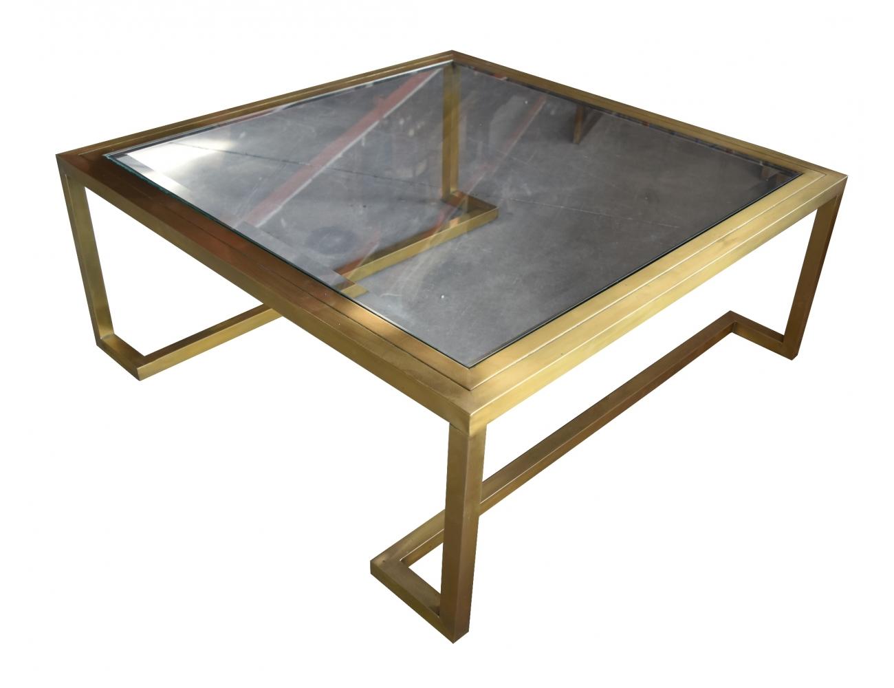 Mesa cuadrada de hierro color dorado y tapa de cristal for Mesa cristal y dorado