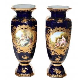Pareja de jarrones en porcelana
