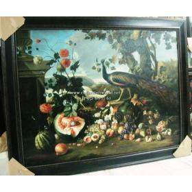Representacion un bodegon de frutas y pavo real adornado con flores