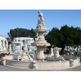 Fuente monumental de mármol con diversas figuras