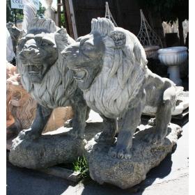 Pareja de leones de mármol negro
