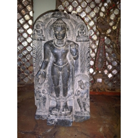 Buda tallado a mano de gran calidad sobre mármol negro