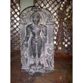 Buda tallado a mano de gran calidad sobre marmol negro