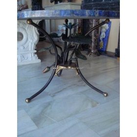 Pie de mesa con flores de bronce policromado