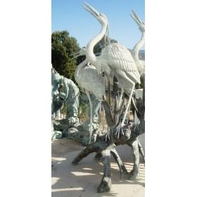 Escultura y fuente en bronce de pareja de grullas