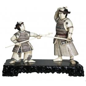 Hueso tallado - samurai entrenando