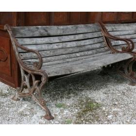 Banco de madera estilo antiguo