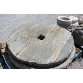 Piedra de molino antigua