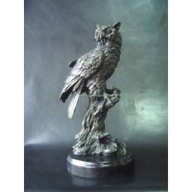 Buho de bronce con peana de marmol