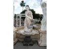 Fuente de mármol de mujer y plato central