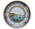 Plato de porcelana con motivos de barcos pescando