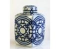 Jarrón de loza esmaltada con decoración geométrica azul cobalto siguiendo modelos orientales