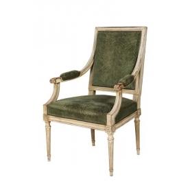 Silla de brazos lacada en blanco de estilo Luis XVI.