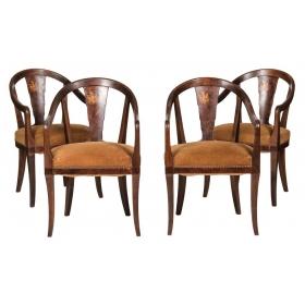 Cuatro sillas de roble y raíz con marquetería heráldica, pps.S.XX