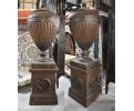 Pareja de copas con peana realizadas en bronce