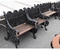 Conjunto de dos bancos pequeños y uno grande realizados en hierro y madera
