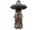 Gran fuente de bronce con esculturas de mujeres representando las virtudes