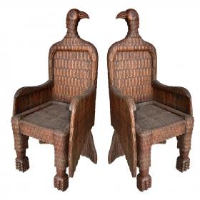 Pareja de sillones con forma de águila
