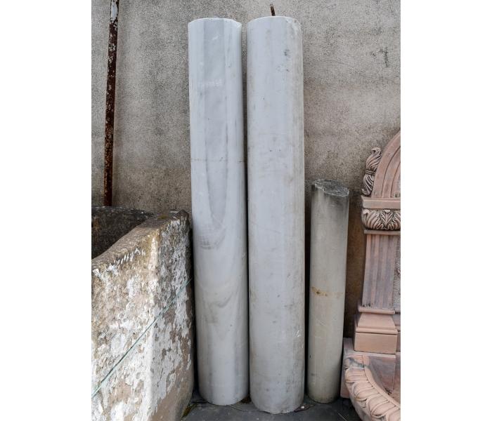Pareja de fustes de columna realizadas en mármol blanco
