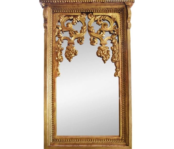 Gran espejo con marco de madera dorado for Espejos redondos con marco de madera