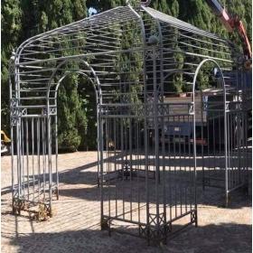 Pérgola de jardín realizada en hierro