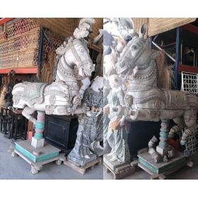Pareja de caballos antiguos realizados en madera
