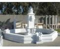 Fuente monumental de mármol con cerco