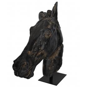 Escultura de cabeza de caballo realizada en resina con pie de hierro
