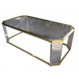 Mesa realizada en hierro, cristal y metacrilato.