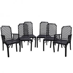 Set de cuatro sillas y dos sillones de madera lacada en negro