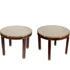 Pareja de mesas redondas de madera de caoba y latón. Año 1970