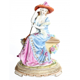 Figura de dama sentada