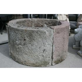 Brocal pozo de piedra en...