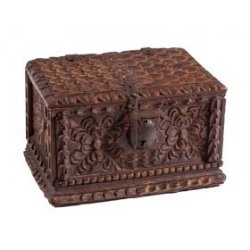 Caja de madera tallada,...