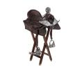 Silla de montar infantil de cuero y monturas estribos y espuelas de plata.