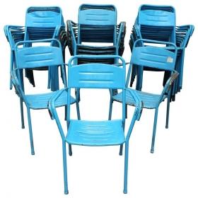 Juego de 32 sillas azules...