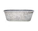 Bañera con anillas realizada en mármol blanco envejecido.