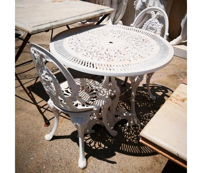 Conjunto de mesita y dos sillas de hierro para jard n for Conjunto de mesas y sillas jardin