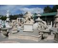 Fuente monumental de San Jorge y el dragón, tallada en mármol travertino Romano