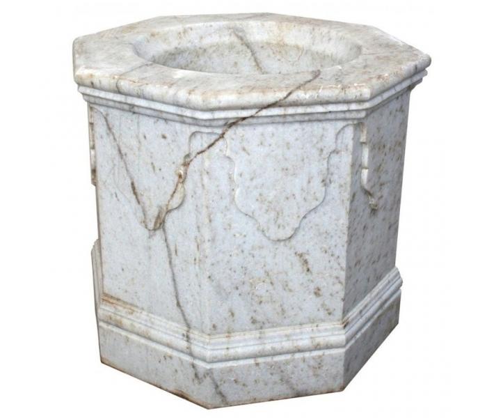 Brocal de pozo realizado en mármol...