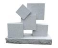 Gran escultura cubista de granito gris modernista