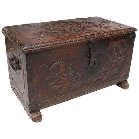 Cofre de madera colonial...