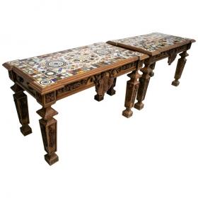 Parejas de mesas de mosaico...